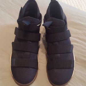 Teenager size 9 Nike Zoom Basketball shoes used